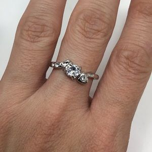 Round Cubic Ziconia with Heart Fashion Ring (H15)